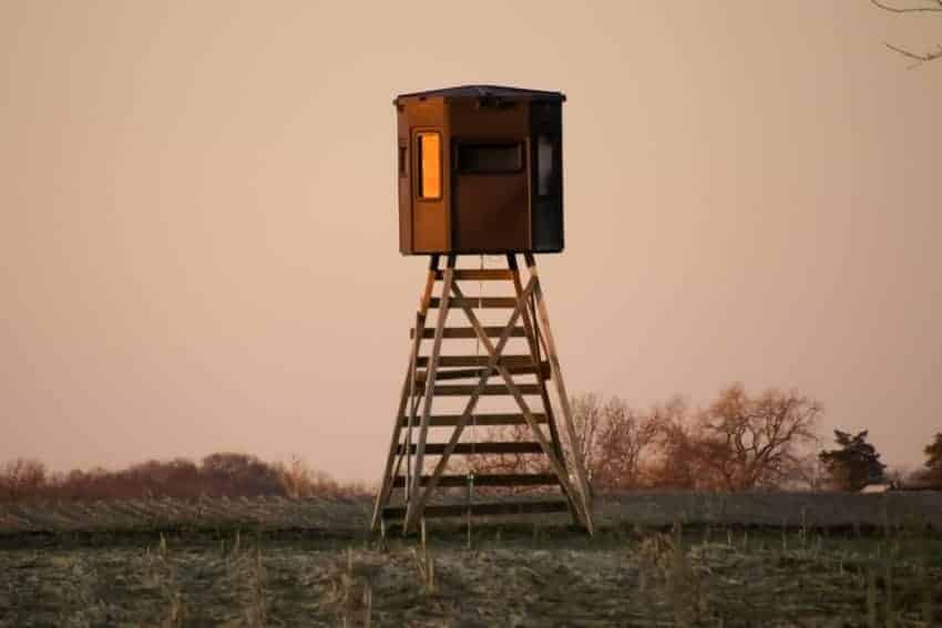 grizzly box blind setup on stand in field