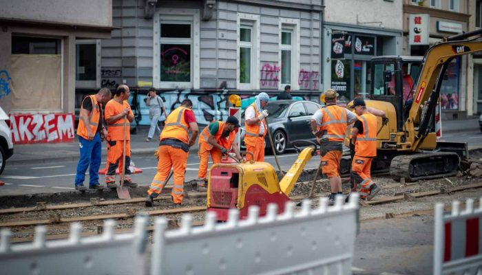 safety tips for road construction workers